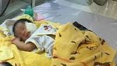 Cháu bé được cứu sống sau khi bị chính mẹ ruột mình chôn sống