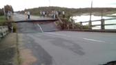 Hiện trường cây cầu bị sập hoàn toàn.