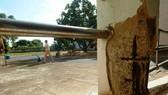 Trụ nâng đỡ 4 tầng lầu bị nứt toác, trơ sắt ra ngoài