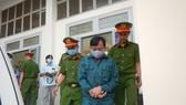 Trần Hoàng Khôi, nguyên Phó Chủ tịch UBND TP Phan Thiết được đưa về nơi giam giữ.