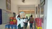 Hàng ngàn lít nước mắm, nhiều tấn cá khô, trái thanh long,... từ tỉnh Bình Thuận sẽ được gửi đến người dân thuộc khu cách ly, phong tỏa ở TPHCM và tỉnh Bình Dương.