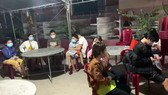Lực lượng chức năng tỉnh Bình Thuận kịp thời phát hiện 15 người trong thùng xe tải đông lạnh đang tìm cách vượt chốt kiểm dịch để về quê.