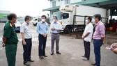 Ông Lê Tuấn Phong, Chủ tịch UBND tỉnh Bình Thuận kiểm tra công tác phòng, chống dịch Covid-19 tại một số nơi ở TP Phan Thiết vào hôm 4-10