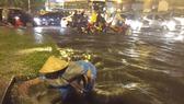 A heavy rain inundates Pham Van Dong street on September 30 (Photo: SGGP)