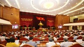 The 12th Central Committee of the Communist Party of Vietnam spent the fourth working day of its 8th plenum on Friday discussing regulations on the responsibility of Party cadres and members to set good examples. VNA/VNS Photo