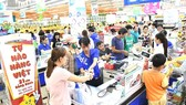 Customers at a Co.opMart supermarket in HCMC (Photo: SGGP)