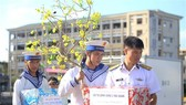 Tet gifts reach hands of soldiers on duty at sea