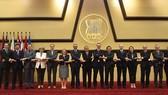 A photo of UK diplomats and ASEAN representatives (Photo: asean.org)