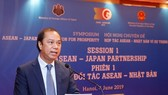 "Vietnamese Deputy Foreign Minister Nguyen Quoc Dung speaks at the symposium themed ""ASEAN-Japan Cooperation for Prosperity"" in Hanoi on June 4 (Photo: VNA)"