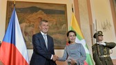 Czech Prime Minister Andrej Babis (L) and State Counsellor of Myanmar Aung San Suu Kyi (Source: radio.cz)