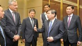 Chairman of the city People's Committee Nguyen Thanh Phong talks to delegates at the conference (Photo: SGGP)