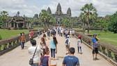 Visitors at Angkor Wat in Cambodia (Photo: phnompenhpost.com)