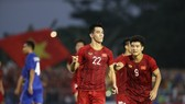 Nguyen Tien Linh (No. 22) celebrates after scoring the leveling goal for Vietnam in the match against Thailand on December 5 (Photo: VNA)