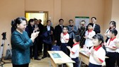 National Assembly Chairwoman Nguyen Thi Kim Ngan visits a Vietnamese language class in Minsk city on December 14 as part of her official visit to Belarus (Photo: VNA)