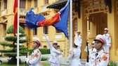 The ASEAN flag is hoisted in Hanoi to mark the bloc's 53rd founding anniversary (Photo: VNA)