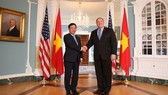 Vietnamese Deputy Prime Minister and Minister of Foreign Affairs Pham Binh Minh (left) shakes hands with his US counterpart Mike Pompeo during his trip to the US in May last year. (Photo: VNA/VNS)