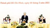 Prime Minister Nguyen Xuan Phuc (C) speaks at the event (Photo: VNA)