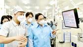 PM visits Samsung Electronics Vietnam Thai Nguyen