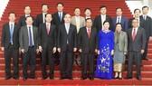 Đoàn lãnh đạo TPHCM chụp ảnh lưu niệm với Tổng Bí thư, Chủ tịch nước Lào Bounnhang Vorachith tại trụ sở Văn phòng Trung ương Đảng Lào. Ảnh: KIỀU PHONG