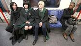 Mô phỏng theo Sân ga 9-3/4, nơi các phù thủy bắt đầu chuyến tàu tới ngôi trường Hogwarts.