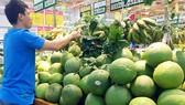 Bưởi da xanh bày bán tại siêu thị