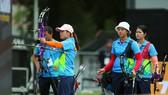 Các nữ cung thủ Việt Nam thi đấu tại SEA Games 29. Ảnh: Dũng Phương