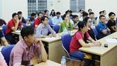 Những sinh viên công nhân tại lớp đại học do LĐLĐ TPHCM tổ chức. Ảnh: THÁI PHƯƠNG