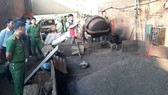 Lực lượng chức năng bắt quả tang cơ sở trộn phế phẩm cà phê với lõi pin