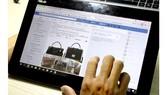 Túi xách nữ thương hiệu Michael Kors được rao bán online với khẳng định hàng chính hãng,  xách tay từ Anh hoặc Mỹ