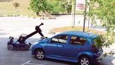 Một cuộc diễn tập tại Singapore sử dụng robot phát hiện bom trên xe hơi