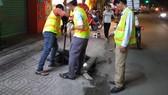 Sử dụng thiết bị công nghệ thông minh dò tìm đường ống bị rò rỉ nước