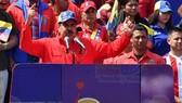 Tổng thống Venezuela Nicolas Maduro (giữa) phát biểu trước những người ủng hộ trong cuộc míttinh kỷ niệm 20 năm cuộc Cách mạng Bolivar, do cố Tổng thống Hugo Chavez khởi xướng, ở Caracas ngày 2-2-2019. Ảnh: AFP/TTXVN