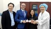 Nhân viên Đại sứ quán Pháp đăng ký  hiến mô tạng tại Trung tâm điều phối  ghép tạng quốc gia