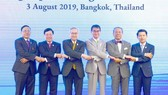 Phó Thủ tướng, Bộ trưởng Ngoại giao Phạm Bình Minh (thứ hai, từ trái sang)  và các Bộ trưởng Ngoại giao dự hội nghị. Ảnh: TTXVN