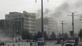 Khói bốc lên từ hiện trường một vụ tấn công. Ảnh: AFP/TTXVN