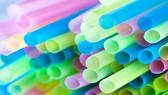 Thành phố Vancouver ở Canada thông qua lệnh cấm ống hút và túi nhựa từ năm 2020. Ảnh: AFP
