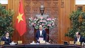 Thủ tướng Nguyễn Xuân Phúc chủ trì cuộc họp. Ảnh: TTXVN