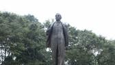 Tượng đài V.I. Lenin tại Vườn hoa Chi Lăng, quận Ba Đình, Hà Nội