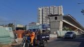Công trình cầu Tăng Long tạm dừng thi công hơn một năm qua do không có mặt bằng