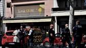Cảnh sát Pháp phong tỏa hiện trường vụ tấn công bằng dao tại Romans-sur-Isere thuộc tỉnh Drome,  ngày 4-4-2020.. Ảnh: AFP/TTXVN