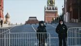 Cảnh sát tuần tra trên Quảng trường Đỏ ở thủ đô Moskva, Nga, ngày 7-4-2020. Ảnh minh họa: THX/TTXVN