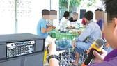 Karaoke trong khu dân cư đã trở thành tệ nạn, gây ô nhiễm tiếng ồn và gây stress. Ảnh minh họa