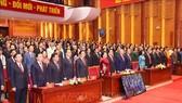 Chủ tịch Quốc hội Nguyễn Thị Kim Ngân và các đại biểu thực hiện nghi lễ chào cờ. Ảnh:  TTXVN