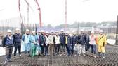Hòa Bình đổ mẻ bê tông khối lớn dự án Lotte Mall