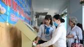Người dân đăng ký khám  chữa bệnh tại Bệnh viện TP Thủ Đức