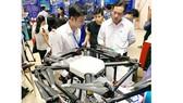 Thiết bị máy bay không người lái phục vụ nông nghiệp  được giới thiệu tại một triển lãm thiết bị công nghệ tại TPHCM.  Ảnh: T.Ba