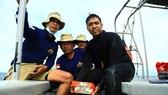 Các thợ lặn Indonesia tìm thấy một hộp đen máy bay Hãng hàng không Sriwijaya gặp nạn ở ngoài khơi thủ đô Jakarta, ngày 12-1-2021. Ảnh: AFP/TTXVN