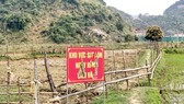 Biển cảnh báo khu vực sụt đất tại xã Châu Hồng (huyện Quỳ Hợp, Nghệ An)