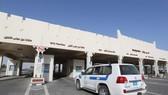 Cửa khẩu Abu Samrah của Qatar trên tuyến biên giới đường bộ với Saudi Arabia. Ảnh: AFP/TTXVN
