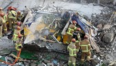 Hiện trường vụ sập nhà. Ảnh: YONHAP/TTXVN